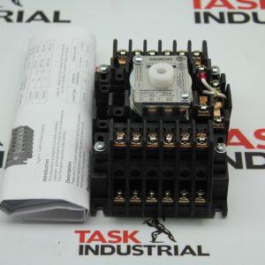 Siemens CAT. NO. CLM122031 Lighting Contactor 20AMP