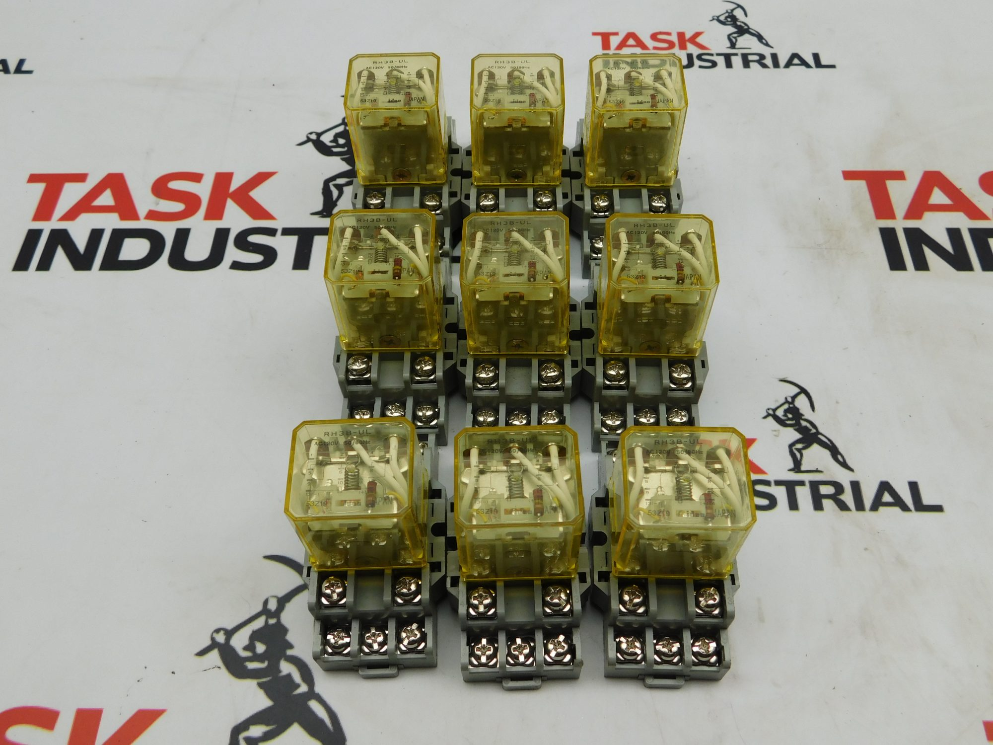 Idec RH3B-UL Relay w/ Base (Lot of 9)